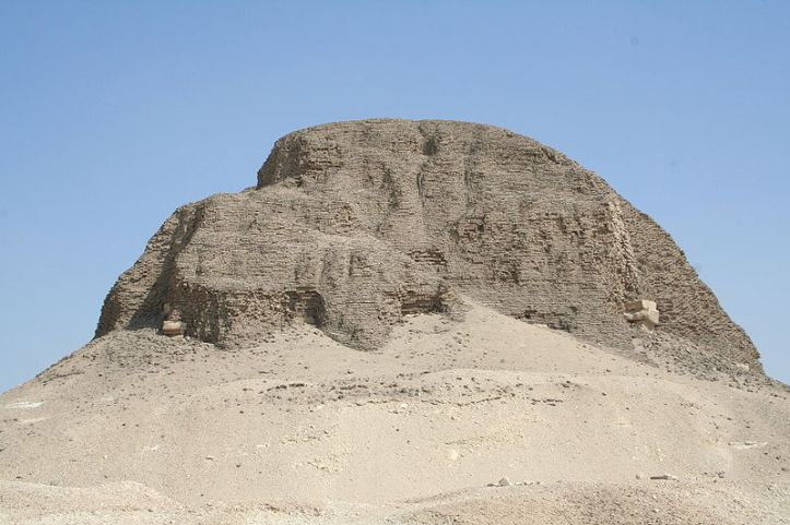 800px-El_Lahun_Pyramid_01
