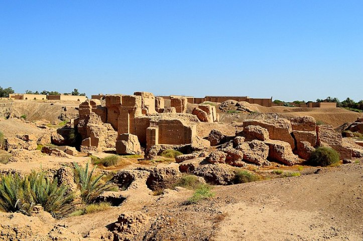 800px-Ruins_of_the_North_Palace_of_king_Nebuchadnezzar_II_at_the_ancient_city_of_Babylon,_Mesopotamia,_Iraq