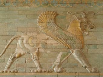 Frieze_of_Griffins,_circa_510_BC,_Apadana,_west_courtyard_of_the_palace,_Susa,_Iran_Susa,_Iran,_Louvre_Museum_(12251711954)