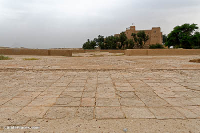 Susa-royal-palace-inner-courtyard-and-throne-room-from-north-tb0508182301